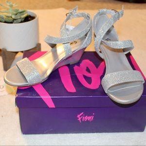 Foo I Silver Princess Wedge Heels | Size 5